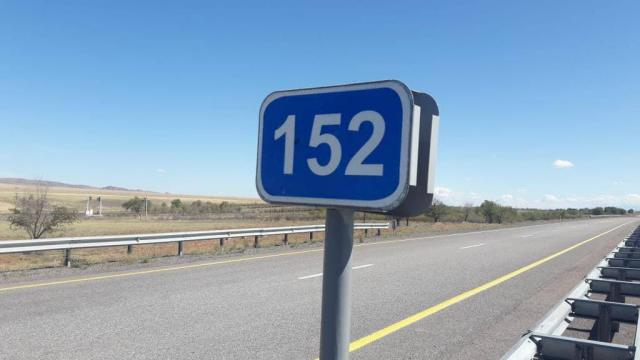 Десятки тысяч дорожных знаков и катафот установят в Казахстане