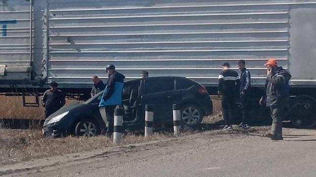 «Женщина задумалась на путях»: Тепловоз столкнулся с автомобилем