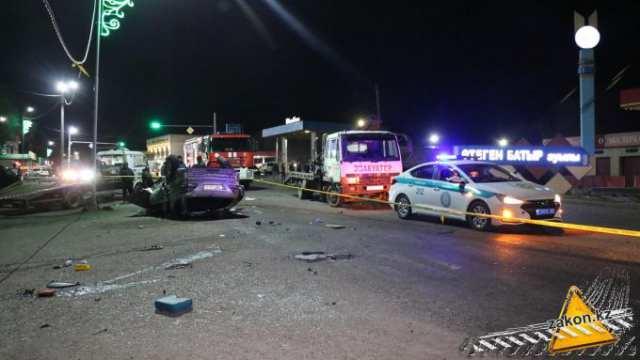 Смертельное ДТП с участием 5 автомобилей произошло под Алматы