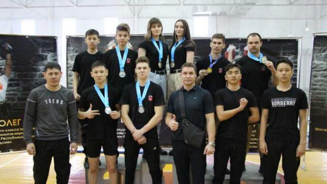 15 золотых медалей привезли костанайские гиревики с чемпионата РК