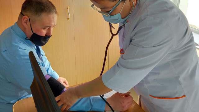 Сотрудников колоний вакцинируют от ковида в Костанайской области