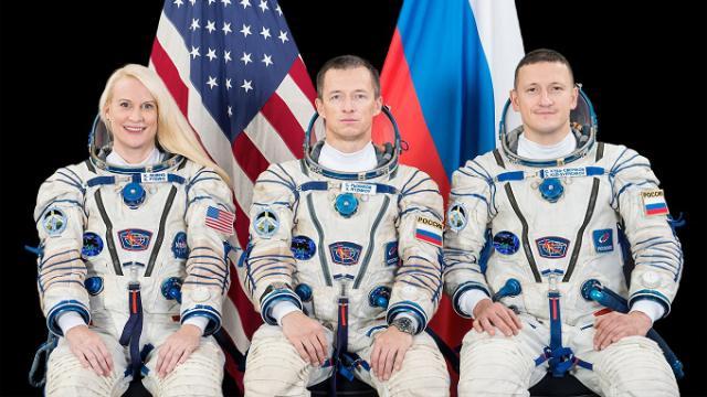 Космонавты из России и США приземлятся на земле Казахстана