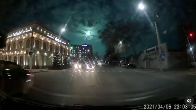 «Метеорит упал?»: Светящийся объект сняли на видео в Казахстане