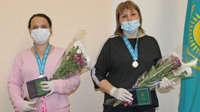 Две многодетные мамы получили госнаграды в Костанайской области