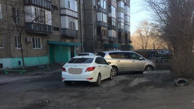 «Авто у дома»: Горожанка пожаловалась на неправильную парковку