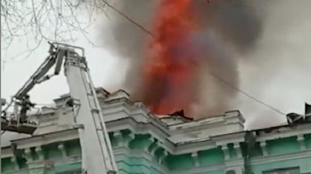 Кардиоцентр пылал огнем, но врачи продолжили делать операцию