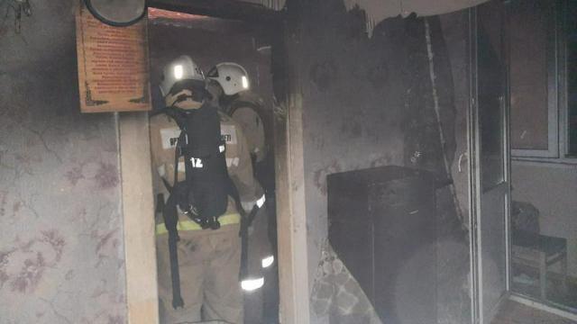 62 человека эвакуировали пожарные из 9-этажного дома в Костанае