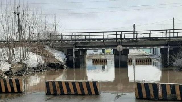 «Стоп, машина!»: В Костанае перекрыт проезд под одним из мостов