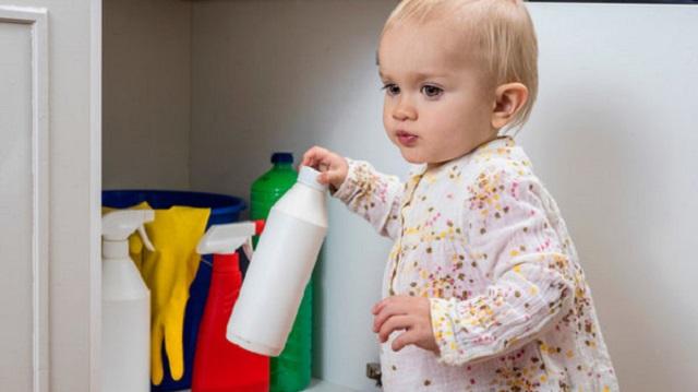 Полуторагодовалый малыш выпил чистящее средство
