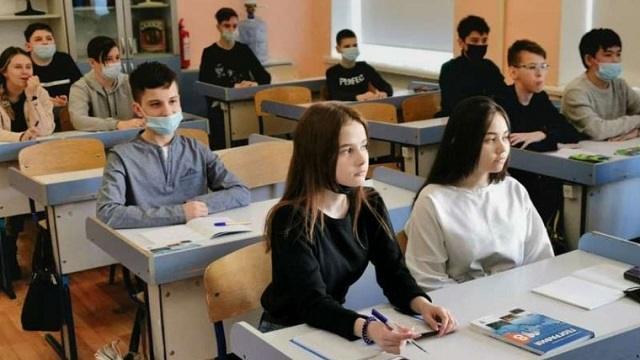 «Не пустили в туалет»: Ученик обмочился во время урока в Караганде