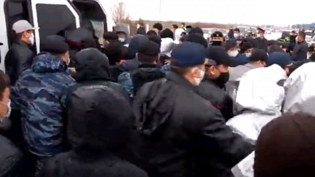 Задержание шымкентского бизнесмена вызвало массовый протест жителей