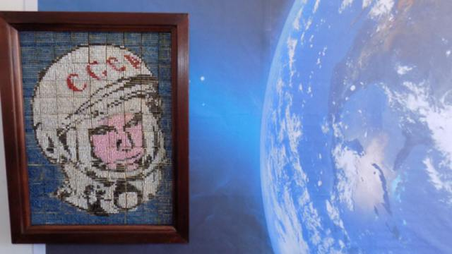 Заключённые сделали из спичек портрет Юрия Гагарина