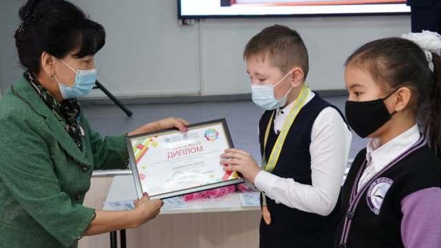 Школьник собрал сварочный аппарат из микроволновки в Казахстане