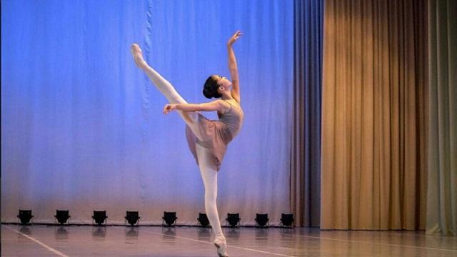 Балерина Адия Манабасова завоевала Гран-при на конкурсе в Киеве