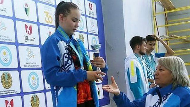 Медали чемпионата Казахстана везут юные бадминтонисты Костаная