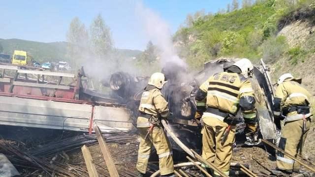 В ВКО двое взрослых и двое детей погибли в сгоревшем автомобиле