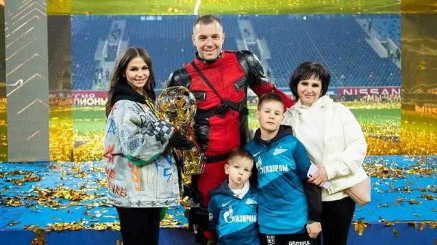 Футболист сборной России Артём Дзюба стал многодетным отцом