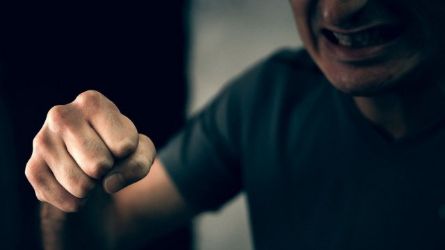 Агрессивный пациент избил врача в Костанае