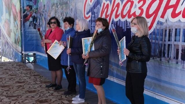 Рудничан разных национальностей наградили к Первомаю