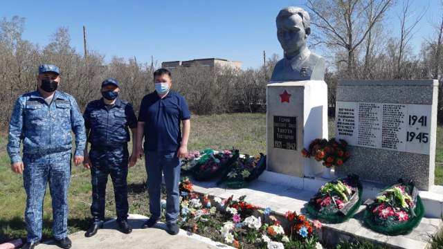Обелиск Герою СССР Тохтарову обновили в Костанайской области