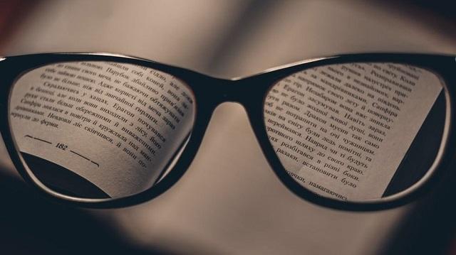 Почему близорукие спят хуже людей с обычным зрением
