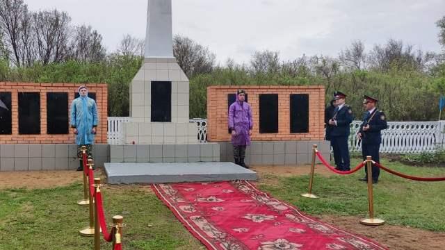 Памятник фронтовикам открыли 9 мая в селе Костанайской области