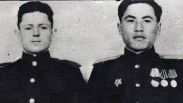 Кошкарбаев и Булатов первыми водрузили Красное знамя — МИД РФ