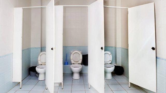 На сколько высок риск заражения COVID-19 в общественных туалетах