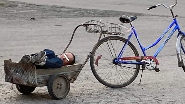 Необычного велорикшу увидели в селе Костанайской области