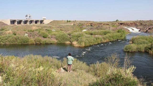 Почему жители Рудного пили воду с резким неприятным запахом