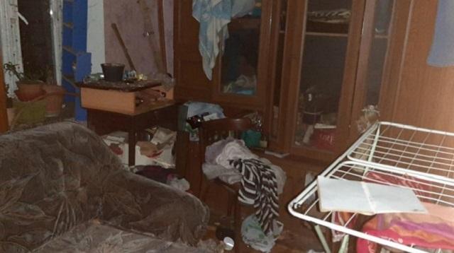 Родители бросили дома троих детей, старшему из которых шесть лет