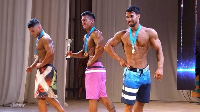 Мужчины и женщины поиграли мускулами в Костанае