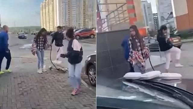 Казахстанцы поддержали челябинца, отхлеставшего шумных девушек ремнем