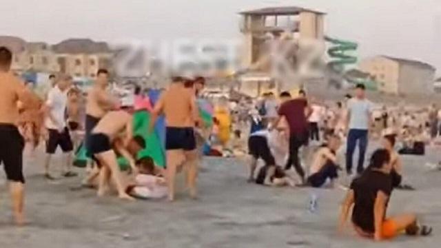 Массовая драка на пляже в Актау попала на видео