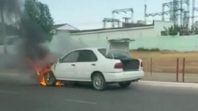Видео: Утром в Костанае едва не сгорел автомобиль