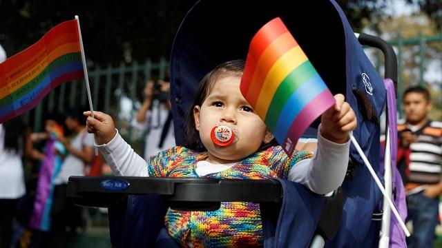 ЛГБТ-активисты требуют отказаться от слова «мама»