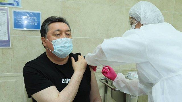 Премьер-министр Мамин вакцинировался от коронавируса