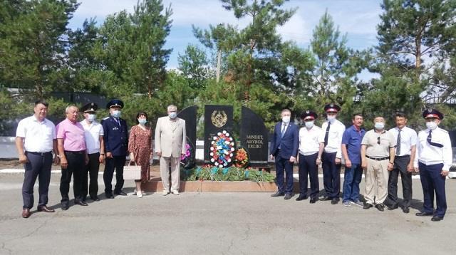 Мемориал погибшим полицейским открыт в Костанайской области