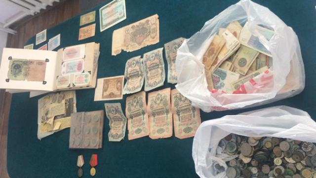 Старинные монеты и пистолет вёз россиянин из Костанайской области