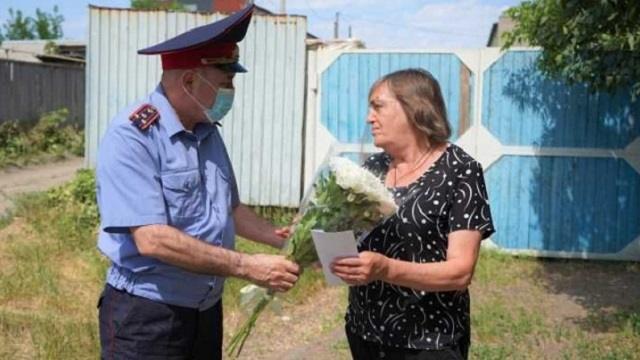 «Дань памяти»: Полицейские Костаная посетили вдову сотрудника