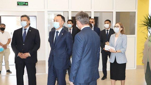 Аким области торжественно открыл новое общежитие для студентов