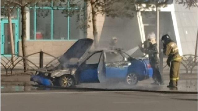 «Открытым огнем»: В центре Костаная горел автомобиль