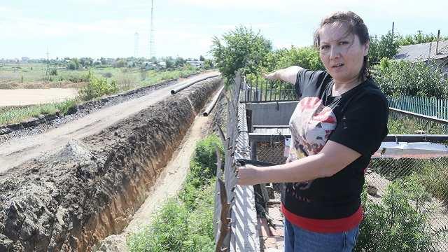 Из-за ремонта Корейского моста дом в Костанае заливает фекалиями