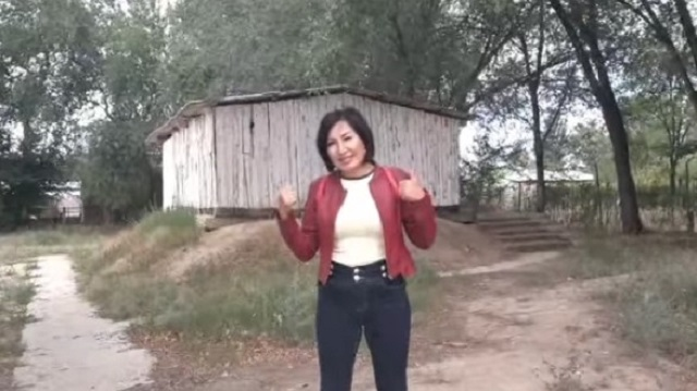 Уличный туалет в школе Алматинской области возмутил Казнет