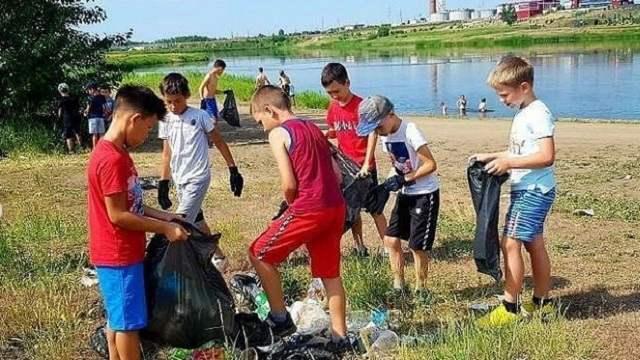 Юные спортсмены из Костаная убрали мусор с берега Тобола