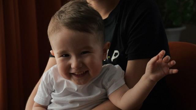 Маленький Эмир из Аксая получил укол ценой в миллиард тенге