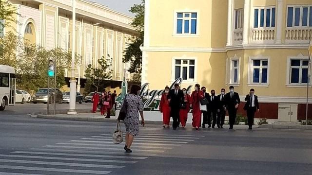 Полицейские забрали в армию выпускников прямо из школ
