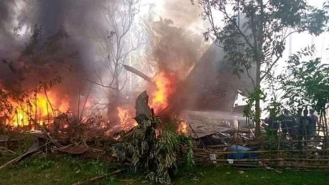 Военный самолет потерпел крушение на Филиппинах