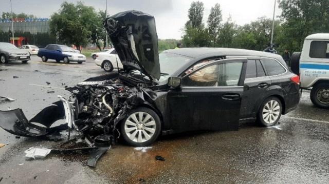 Четыре автомобиля жестко столкнулись в Усть-Каменогорске