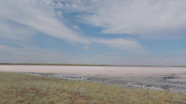Почему высохло розовое озеро Кобейтуз, рассказали в акимате